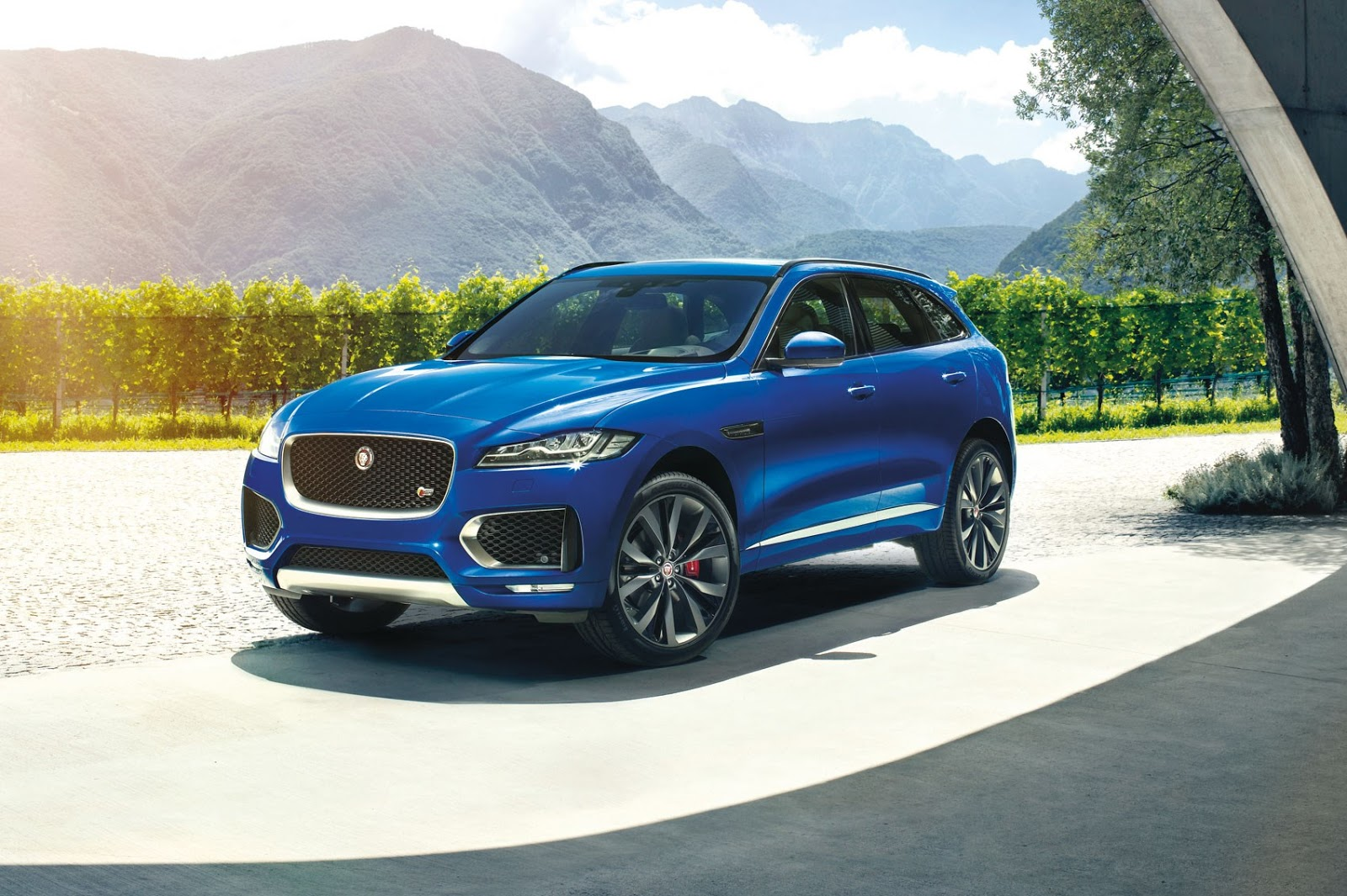 jaguar 39 s f pace suv to head through svo division and. Black Bedroom Furniture Sets. Home Design Ideas