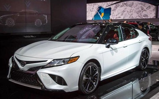 2019 Toyota Camry Hybrid SE Specifications