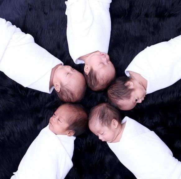 Wanita Doa di depan Kaabah Mahu 6 Anak, Allah Bagi 5 Kembar