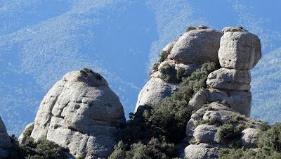 Agulla dels Tres, Montserrat