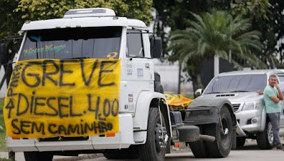 Caminhoneiros fazem greve por causa do aumento do diesel