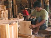 Industri Kerajinan Furniture Rembang