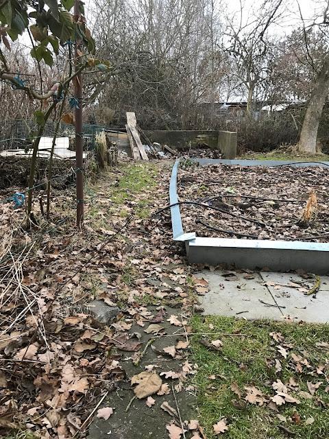 der Weg zwischen den Kompostplätzen muß verbreitert werden  (c) by Joachim Wenk