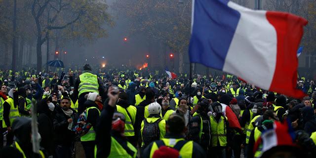 ... παραίτηση Μακρόν. Ο Γάλλος πρόεδρος ζήτησε από τον πρωθυπουργό να  συναντηθεί με εκπροσώπους του κινήματος Μέρες αγωνίας θα ζήσει το Παρίσι  και ολόκληρη ... 9896379d8a7