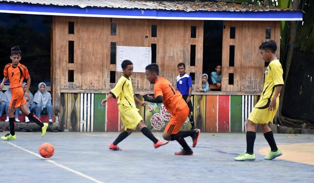 Pertandingan futsal di SMK Mulu