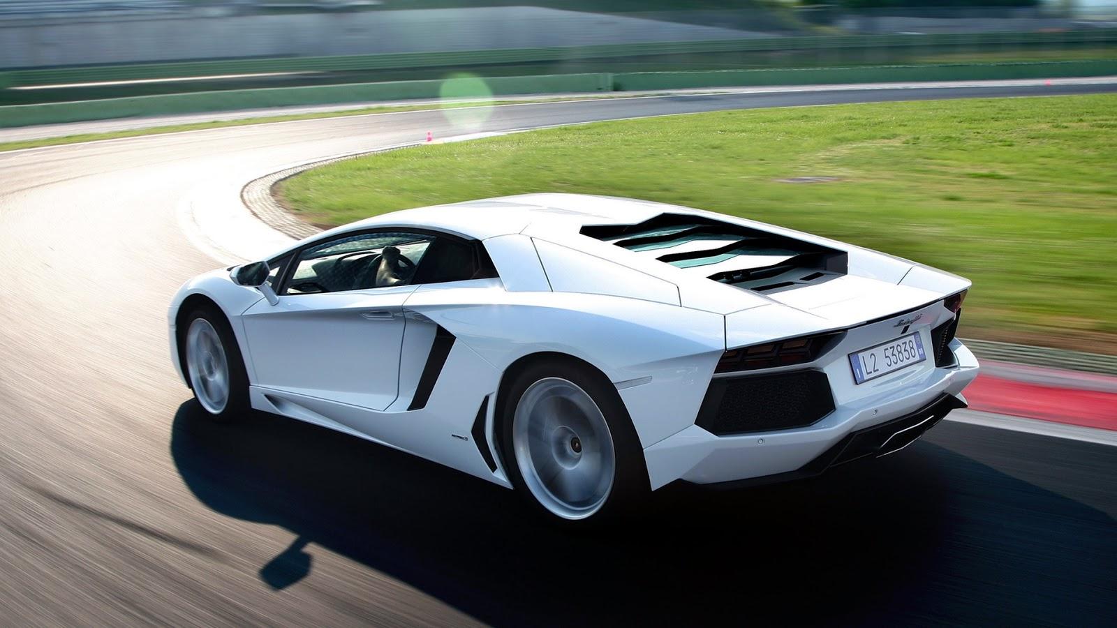 Luxury Lamborghini Cars: Lamborghini Aventador Wallpaper