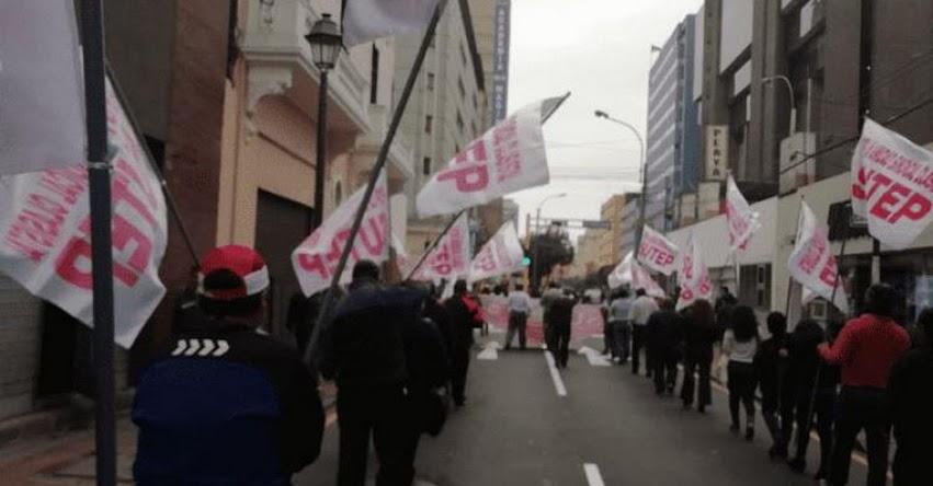 SUTEP marcha por un mayor presupuesto para educación y contra la corrupción
