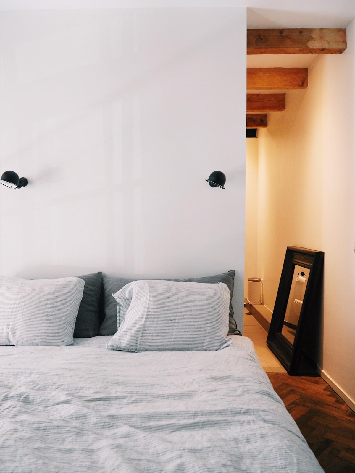 82bbe68af16bb2 Op het entresol bevinden zich de slaapkamer van Martine en Douwe met mooie  badkamer