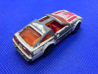 日産 フェアレディZX ターボのおんぼろミニカーを斜め後ろから撮影