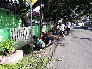Giat Jumat Bersih di Lingkungan Kemenag Majalengka Makin Kompak