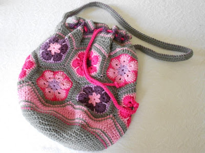 African Flower Bag free crochet pattern hexagons drawstring