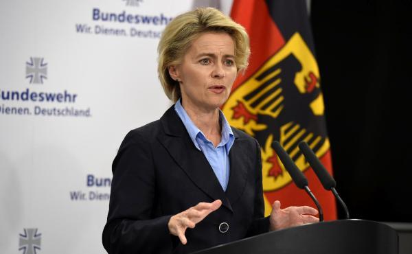 وزيرة الدفاع الألمانية تفتتح مشروع للاجئين السوريين في ألمانيا