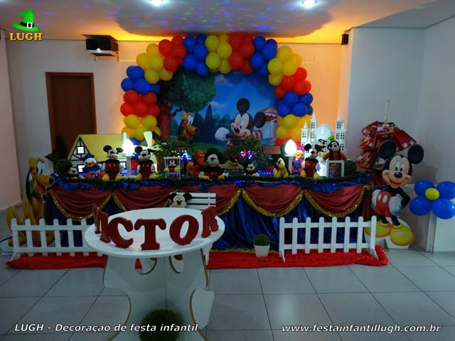 Decoração mesa de aniversário Mickey Mouse tradicional forrada com toalhas de pano tecido - Festa infantil Barra - RJ