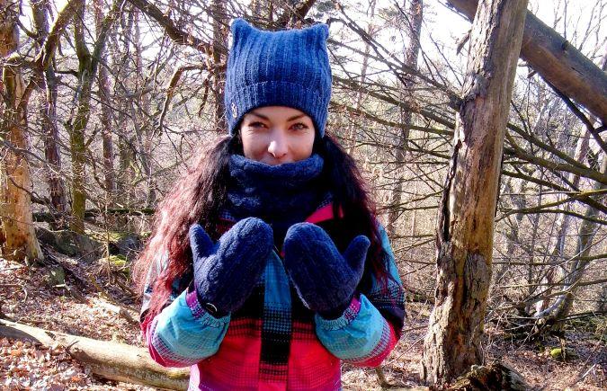 čepice, šála a rukavice vyrobeny ze starého, vlněného svetru
