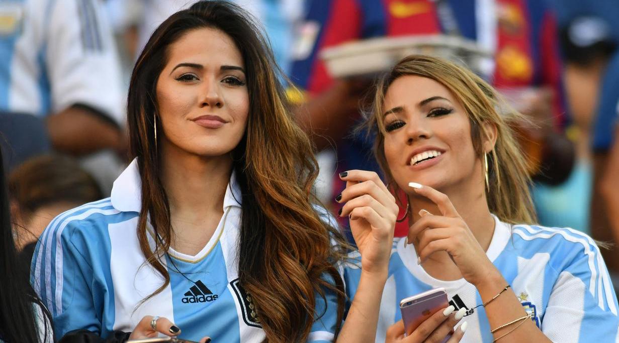 cewek dan Wanita Latin Seksi pakai Jersey Argentina Seksi dan Piala dunia