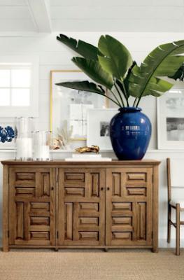 Decorar con estilo tropical con colores vivos y plantas de grandes hojas