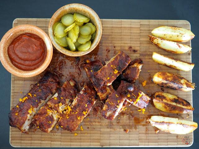 Costillas de cerdo con salsa barbacoa BBQ, asadas en horno a baja temperatura