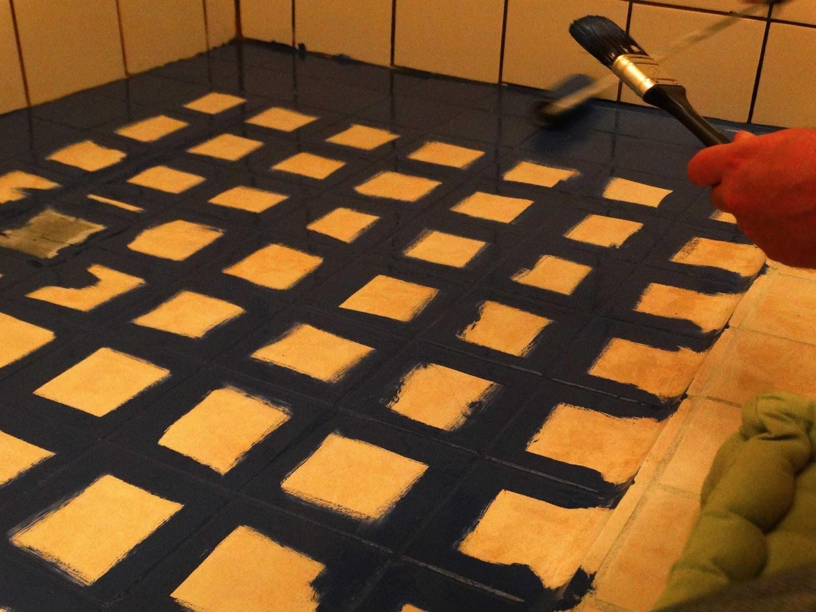 badkamer make-over: vloertegels verven - Judit\'s Klusboek