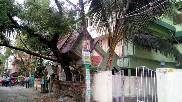Nepal earthquake damages building in siliguri