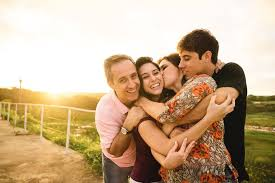 Como demostrar amor en la familia poster box cover