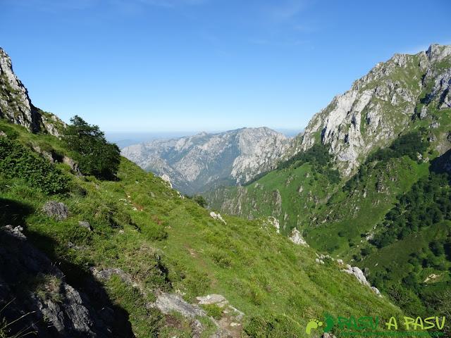 Ruta al Cueto Cerralosa y Jajao: Sendero hacia la Braña Sombejo