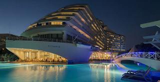 To ξενοδοχείο που έχει την μορφή του… Τιτανικού! Δείτε πως είναι από μέσα