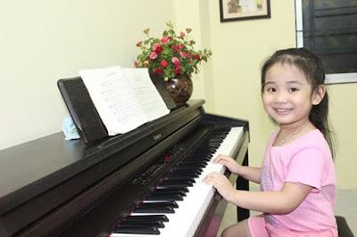 Trẻ em học đàn piano có những lợi ích gì
