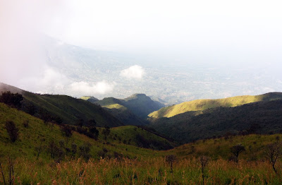 pemandangan di sekitar jalur pendakian