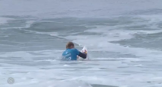 kolohe andino punches his surfboard 02