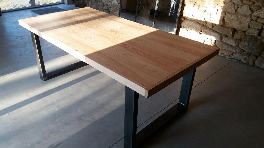 c factory creation table avec pieds en u. Black Bedroom Furniture Sets. Home Design Ideas