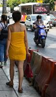 Γυναίκα στην Θεσσαλονίκη φόρεσε την πετσέτα της και βγήκε βόλτα!!! |ΦΩΤΟ