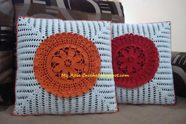 http://myrosecrochet.blogspot.in/2014/12/doily-in-center-cushion-cover.html