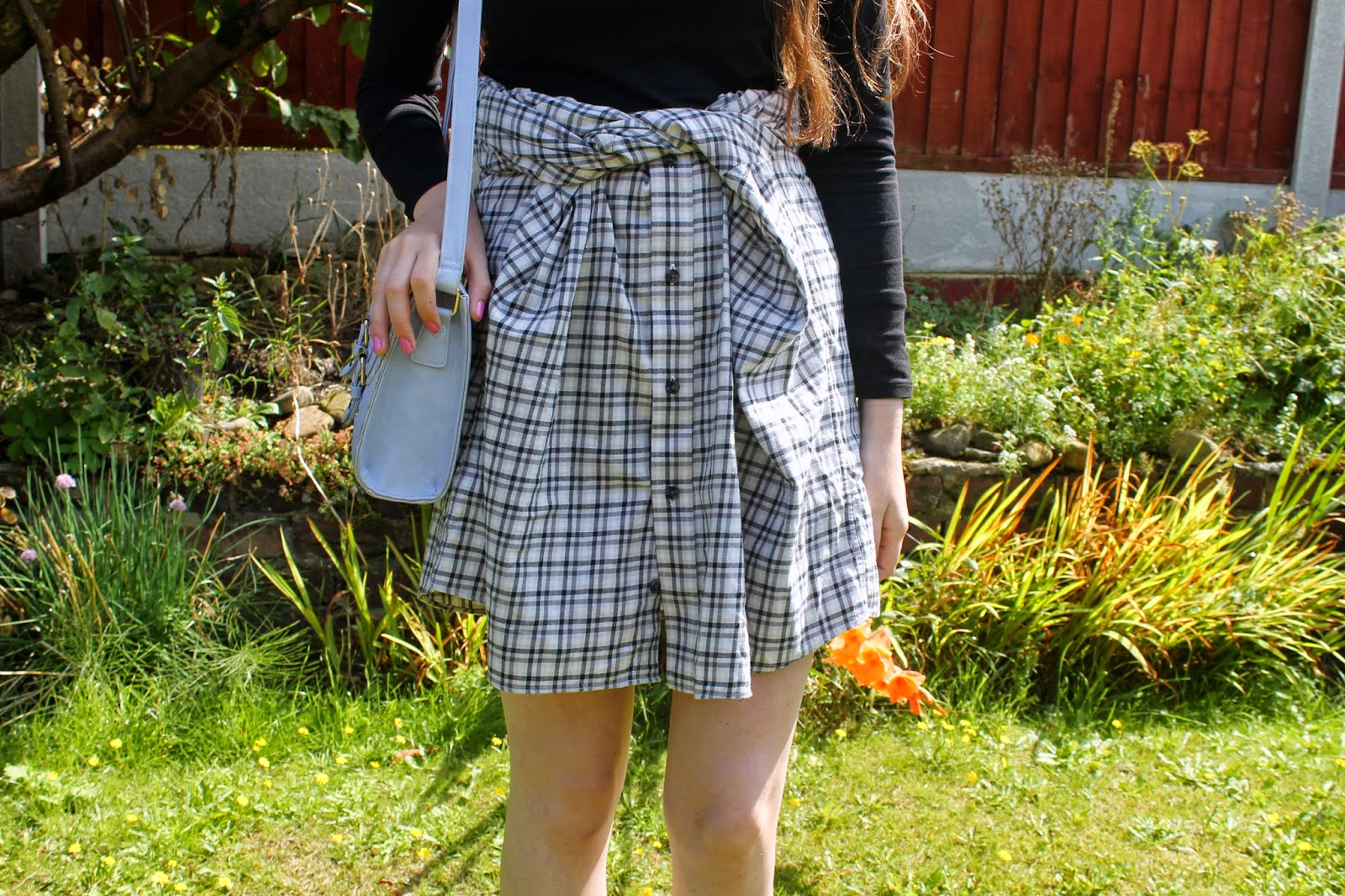 wearing a shirt as a skirt, how to turn a flannel shirt into a skirt