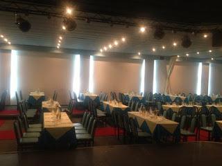 Στρωμένα τραπέζια στην Αθήνα