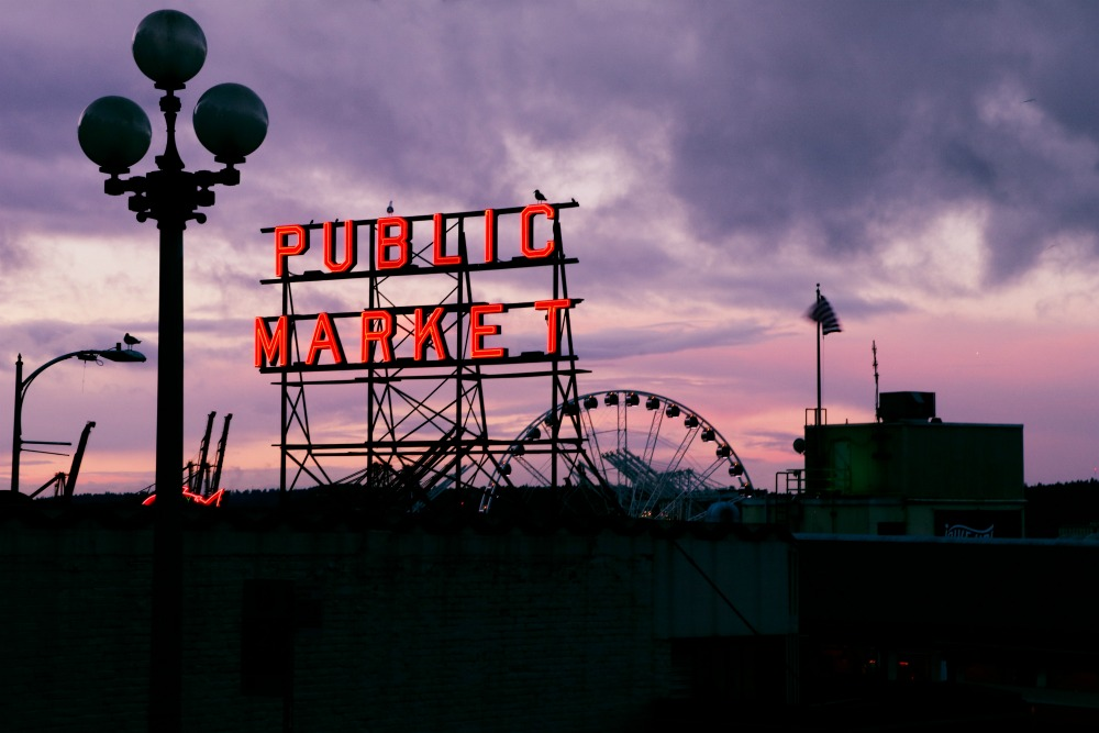 ferris wheel and pike place market seattle