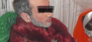 Aρχιμανδρίτης της Πελοποννήσου ποζάρει με γούνα, στρας και μάσκαρα (εικόνες)