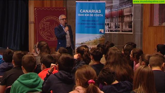 200 estudiantes palmeros piden a sus profesores perderse el recreo para seguir participando en una charla dedicada a prevenir los ahogamientos