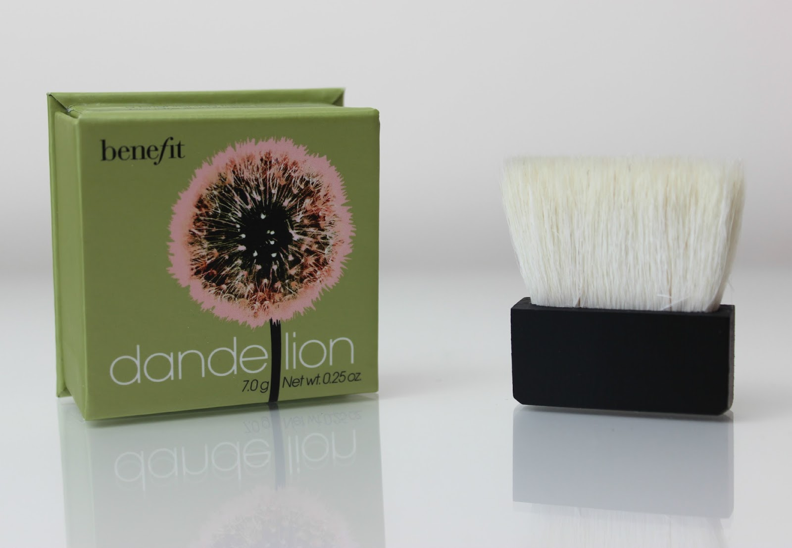 A picture of Benefit Dandelion Box Powder Brightening Face Powder