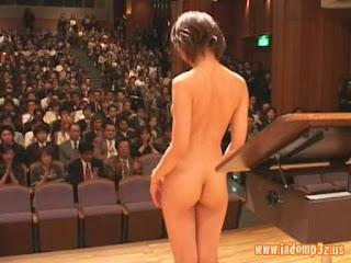 Konser Musik Bugil di Jepang
