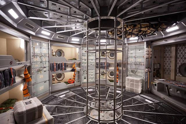 Ở giữa con tàu Daedalus là phòng và nơi ăn uống của các phi hành gia. Đây là nơi họ dành phần lớn thời gian trong cuộc du hành đến Sao Hỏa.