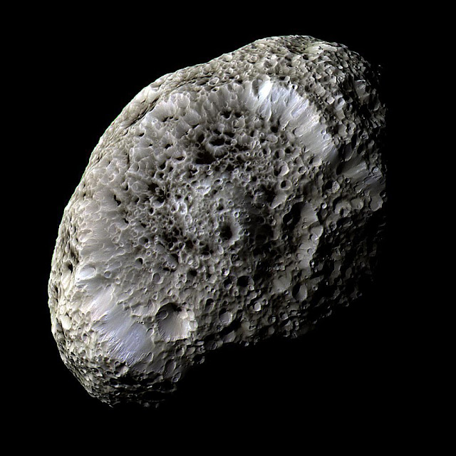 Hipérion , lua de Saturno