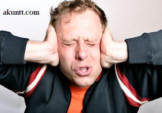 orang sakit telinga akibat menedengarkan suara keras