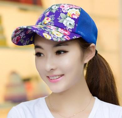 Tips Tampil Cantik Pakai Topi Sesuai Baju yang Dikenakan  c3a43e12e9