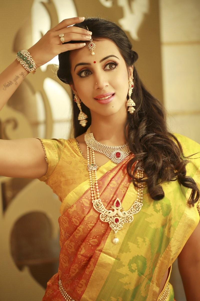 Sanjjjanaa Galrani Traditional Look for Varamahalakshmi Festival