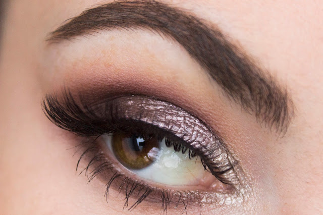 Кремовые тени Catrice Liquid Metal 040 Brown Under + 050 Smart Mauve Кремовые тени Catrice Liquid Metal 050 Smart Mauve макияж