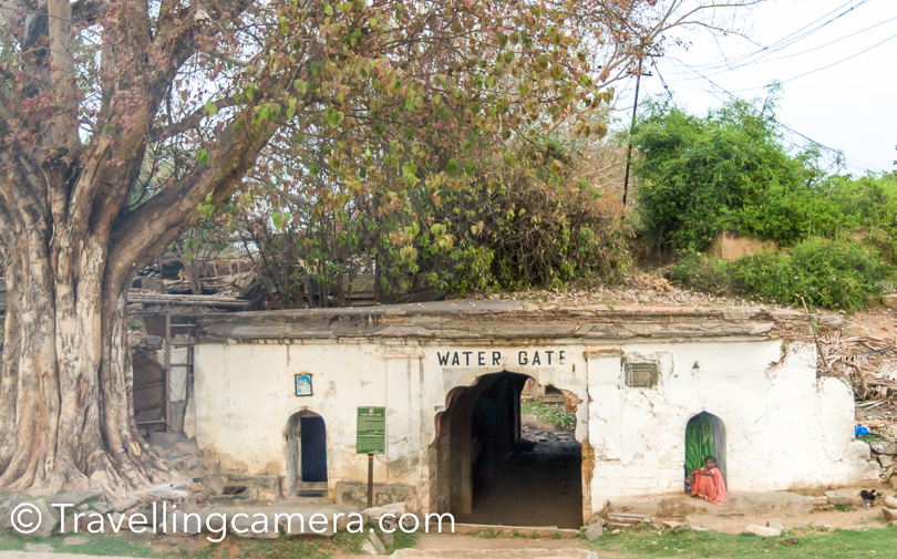 Here is the water gate in Tipu's Fort. This is sort of entry to the place from where you access river water. The fortress is situated in the west of the island, and is surrounded by double walls. The point at which the British broke through the walls, and thus Tipu Sultan's troops surprised, is marked by an obelisk.