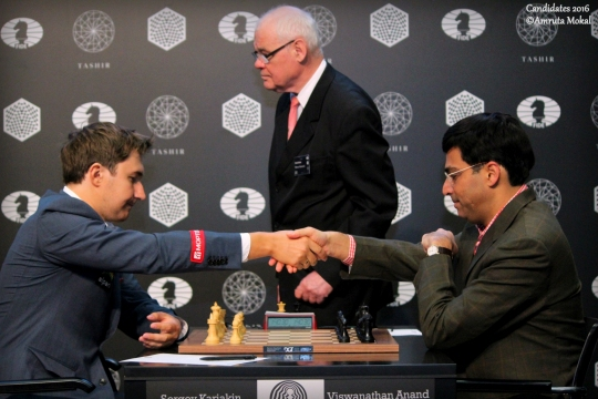 Sergey Karjakin bat Viswanathan Anand lors de la ronde 4 - Photo © Amruta Mokal 