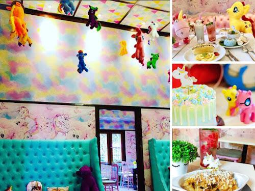 Love Uniqorn Cafe Bandung