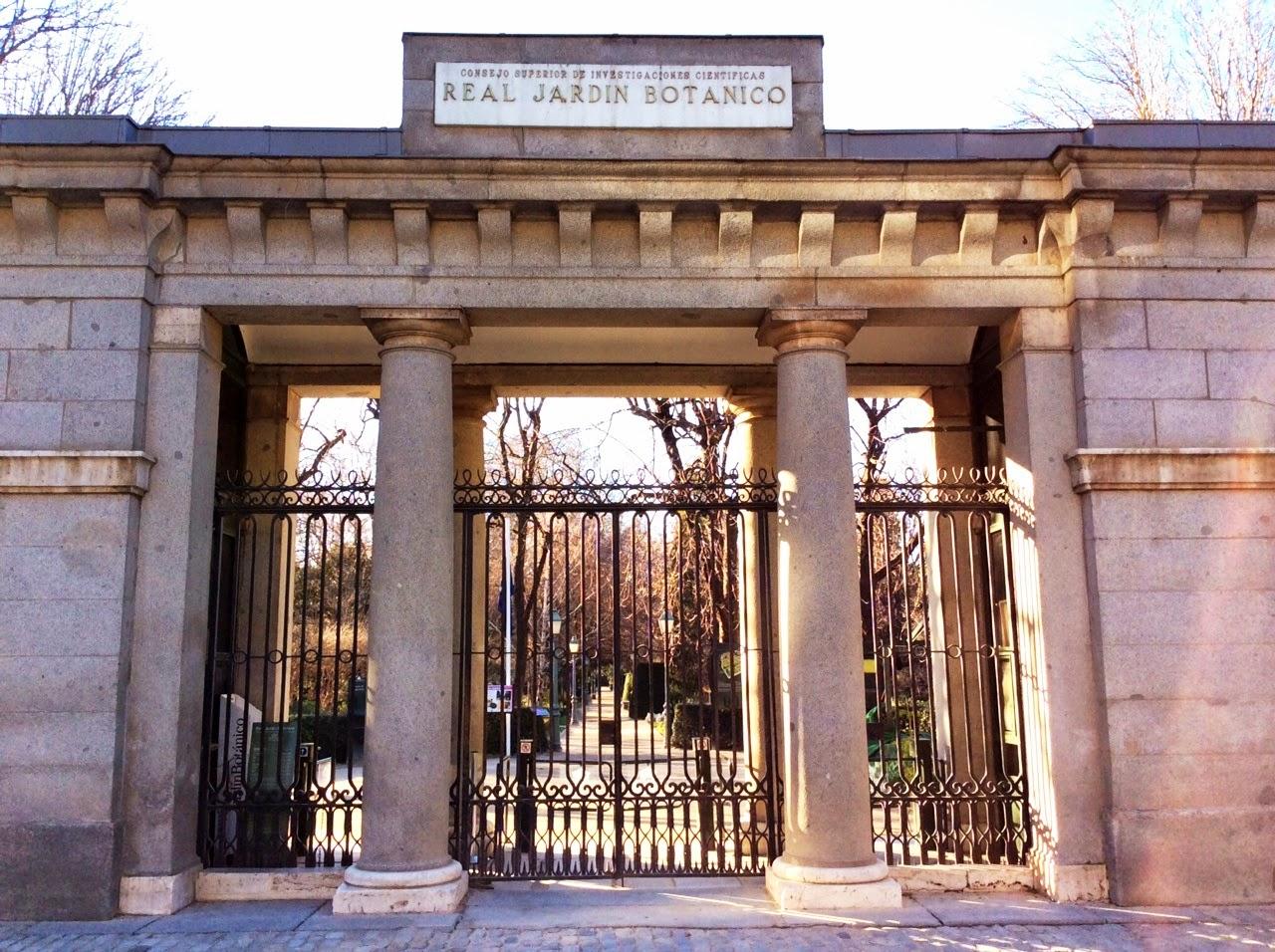 Pasi n por madrid la puerta norte del jard n bot nico for Cementerio parque jardin la puerta