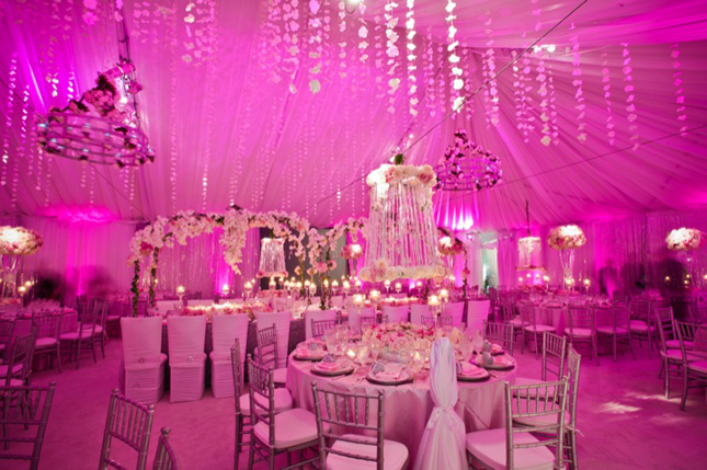 Notice How There S Only A Accents Of Pink Like Few Flowers And The Napkins Everything Else Is Actually White Or Silver